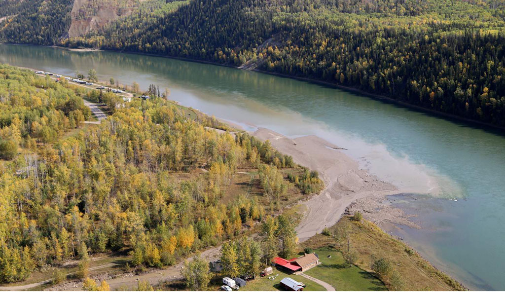 Pollution from Lynx Creek entering the Peace River. Photo by Don Hoffmann.